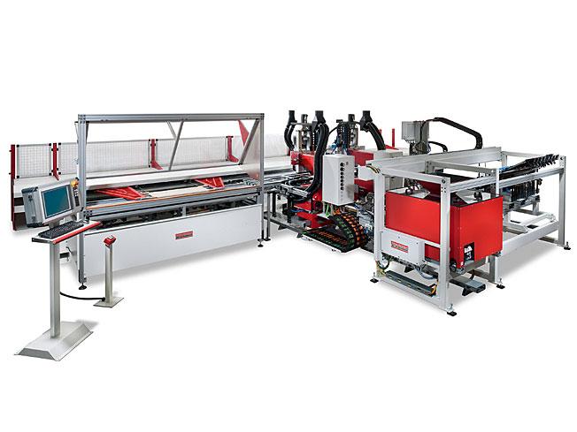 Auf der XYLEXPO in Mailand wird die BAT-TAX-CNC zur Frontenbearbeitung vorgestellt